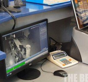 Βίντεο: Η κάμερα παρακολουθεί την εντυπωσιακή είσοδο διαρρήκτη σε πρακτορείο ΟΠΑΠ στην Πάτρα - Το αυτοκίνητο εμβόλισε με την όπισθεν την πόρτα - Κυρίως Φωτογραφία - Gallery - Video
