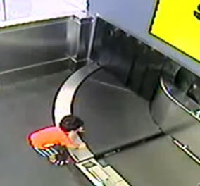 Βίντεο: 2 ετών αγόρι μπήκε μαζί με τις βαλίτσες στην ταινία αποσκευών αεροδρομίου - Κυρίως Φωτογραφία - Gallery - Video