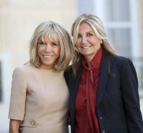 Όταν η Μαρέβα Μητσοτάκη συνάντησε την Μπριζίτ Μακρόν - Το styling των δύο πρώτων κυριών (φώτο) - Κυρίως Φωτογραφία - Gallery - Video