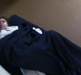 Γέννησε αβοήθητη σε ένα κελί - Έντρομη είδε τον γιο της να έρχεται στη ζωή (βίντεο) - Κυρίως Φωτογραφία - Gallery - Video