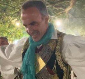 Ο Νίκος Αλιάγας φόρεσε την φουστανέλα του & χόρεψε λεβέντικα στο πανηγύρι της Αγίας Αγάθης (φωτό & βίντεο)  - Κυρίως Φωτογραφία - Gallery - Video