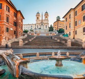 Ρώμη: Η αστυνομία απαγορεύει στους τουρίστες να κάθονται στα διάσημα σκαλοπάτια της εμβληματικής Trinita Dei Monti (φώτο)  - Κυρίως Φωτογραφία - Gallery - Video