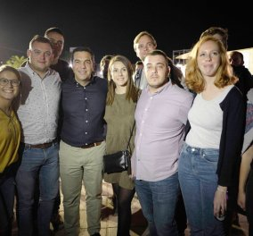 Ο μοντέρνος αρχηγός της αξιωματικής αντιπολίτευσης Αλέξης Τσίπρας: Selfies στο Φεστιβάλ νεολαίας του ΣΥΡΙΖΑ με όλη την οικογένεια (φώτο)   - Κυρίως Φωτογραφία - Gallery - Video