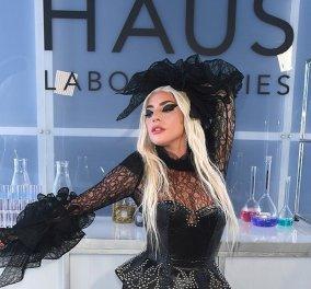 """H Lady Gaga ξαναχτυπά: Με τεράστιες 15ποντες πλατφόρμες στο """"κόκκινο χαλί"""" - Τρεις εκκεντρικές εμφανίσεις στο ίδιο δείπνο (φώτο) - Κυρίως Φωτογραφία - Gallery - Video"""