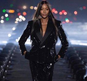Η Kaia Gerber & η Naomi Campbell περπάτησαν με μαύρα παγιετέ ρούχα  Yves Saint Laurent & φόντο τον Πύργο του Άιφελ (φωτό & βίντεο) - Κυρίως Φωτογραφία - Gallery - Video