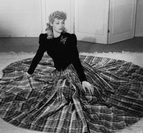Τρυφερή & σπάνια Vintage φώτο: Η διάσημη κωμική ηθοποιός Λούσιλ Μπολ με το μικρούλη γιο της στην κούνια   - Κυρίως Φωτογραφία - Gallery - Video