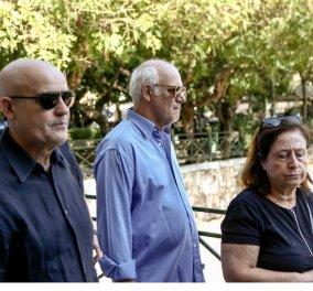 """Βουβός πόνος στο """"τελευταίο αντίο"""" στον Τάκη Σπυριδάκη - Όλοι οι καλοί του φίλοι παρόντες (φώτο) - Κυρίως Φωτογραφία - Gallery - Video"""
