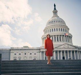 Η Νάνσι Πελόζι & τα θαυμάσια παλτό της Max Mara  - Η γυναίκα που κάνει τον Τραμπ να τρέμει είναι 79 & σκίζει (φωτό) - Κυρίως Φωτογραφία - Gallery - Video