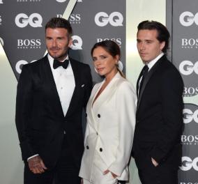 Μαύρα σμόκιν για David & Brooklyn Beckham  - Με λευκό ΄΄τριζάτο'' κοστούμι, η συνοδός του, Βικτώρια (φωτό & βίντεο) - Κυρίως Φωτογραφία - Gallery - Video
