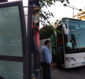 """""""Τέξας"""" το κέντρο της Αθήνας- Οδηγός ΙΧ πυροβόλησε με καραμπίνα τουριστικό λεωφορείο έξω από το 'Caravel""""  (φώτο) - Κυρίως Φωτογραφία - Gallery - Video"""