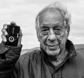 """Πέθανε ο θρυλικός φωτογράφος Ρόμπερτ Φρανκ - Με τις συγκλονιστικές του εικόνες αποδόμησε το """"Αμερικάνικο όνειρο"""" (φώτο) - Κυρίως Φωτογραφία - Gallery - Video"""