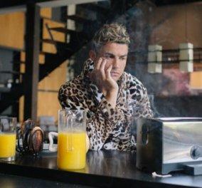 Βίντεο: Ο Κριστιάνο Ρονάλντο με λεοπάρ μαλλιά, ασορτί ρόμπα, πέφτει στην πισίνα, καίει τα τοστ… - Κυρίως Φωτογραφία - Gallery - Video