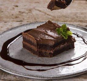 Βίντεο: Άκης Πετρετζίκης - Φτιάξτε πανεύκολα Brownies με 3 υλικά! Θα τα λατρέψετε    - Κυρίως Φωτογραφία - Gallery - Video