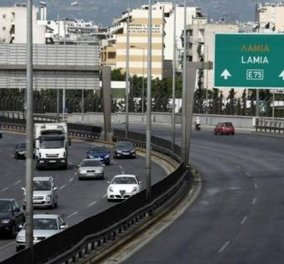 Σοκαριστικό τροχαίο στην Αθηνών - Λαμίας: Αυτοκίνητο καρφώθηκε σε νταλίκα - Ένας νεκρό - Κυρίως Φωτογραφία - Gallery - Video