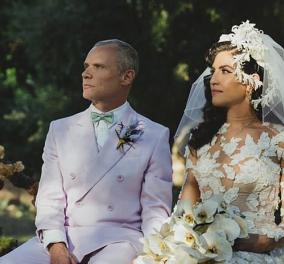 Red Hot Chili Peppers: Ο διάσημος γαμπρός φορούσε μωβ κοστούμι, αλλά η κατά 18 χρόνια νεότερη νύφη, κατέπληξε με το γοργονέ νυφικό (φωτό) - Κυρίως Φωτογραφία - Gallery - Video