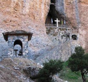 Απίθανηλήψημε Drone Video: Το εκκλησάκι της Παναγίαςτων βράχωνή Κατακεκρυμμένης σαν αετοφωλιά σε απόκρημνηάκρη του Ναυπλίου  - Κυρίως Φωτογραφία - Gallery - Video