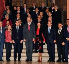 Η βασίλισσα της Ισπανίας Λετίσια στη Σεβίλλη: Υπέροχο μαύρο-κόκκινο look - αφιέρωμα στην Ανδαλουσία (φώτο)   - Κυρίως Φωτογραφία - Gallery - Video
