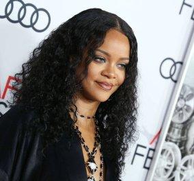 "Rihanna: Τα ""πέτα έξω"" με φόρεμα  John Galliano - Έδειξε τα κάλλη της και όποιος αντέξει (φώτο) - Κυρίως Φωτογραφία - Gallery - Video"