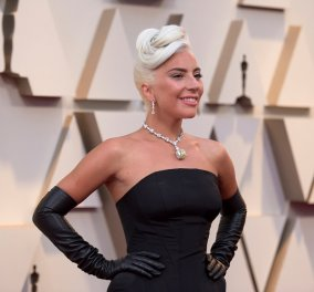 """Το κορίτσι είναι αστέρι! - H Lady Gaga χαίρεται σαν μικρό παιδί με τα νέα βραβεία του """"A Star is born"""" & το δείχνει σε βίντεο - Κυρίως Φωτογραφία - Gallery - Video"""