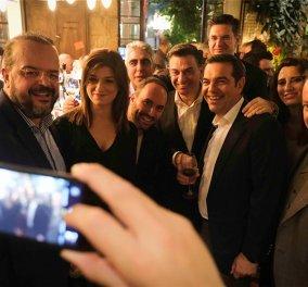 Ο Αλέξης Τσίπρας διασκέδασε με βουλευτές του σε μπαρ του Ψυρρή - Ο Φλαμπουράρης , ο Πολάκης, ο Παππάς ήταν εκεί (φώτο)  - Κυρίως Φωτογραφία - Gallery - Video