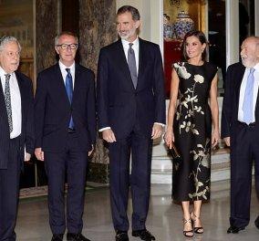 Η fashion icon Βασίλισσατης Ισπανίας Λετίσια σε μια εκθαμβωτική εμφάνιση: Mαύρο - λευκό σε μοναδικό ντεσέν - Φώτο - Κυρίως Φωτογραφία - Gallery - Video