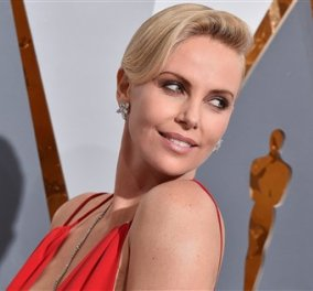 H Charlize Theron βραβεύτηκε & έκλεψε τις εντυπώσεις με μια υπέροχη δημιουργία του Alexander McQueen   - Κυρίως Φωτογραφία - Gallery - Video