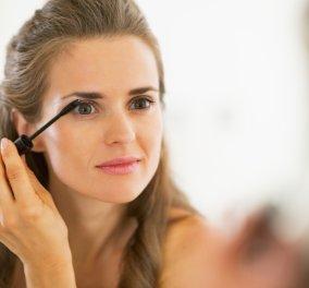 Μακιγιάζ στα μάτια από έμπειρο Γάλλο makeup artist: Βήμα-βήμα πως θα βάλετε την μωβ σκιά, το eye liner ενώ «χορεύει» με το πινέλο του ρουζ - Κυρίως Φωτογραφία - Gallery - Video