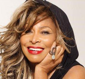 "Topwoman η Tina Turner: Κοιτάζει το φακό & λέει: ""Είμαι ευτυχισμένη - Κλείνω σήμερα τα 80 - Ξεπέρασα εγκεφαλικό & καρκίνο"" (φώτο-βίντεο) - Κυρίως Φωτογραφία - Gallery - Video"