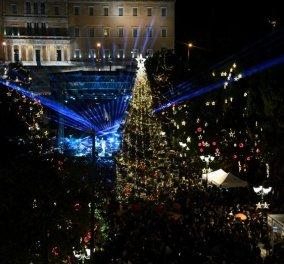 """Πιο  λαμπερή από ποτέ η Αθήνα: Άναψε το χριστουγεννιάτικο δέντρο & η Βουλή """"φόρεσε τα γιορτινά της"""" -  Εντυπωσιακό 3D projection mapping για πρώτη φορά (φώτο-βίντεο)  - Κυρίως Φωτογραφία - Gallery - Video"""