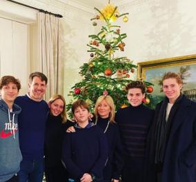 Ο Πρίγκιπας Παύλος αγκαλιά με τα 5 παιδιά του και την Μαρί Σαντάλ εύχεται για τα Χριστούγεννα - Φώτο - Κυρίως Φωτογραφία - Gallery - Video