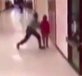 Παγκόσμιο σοκ έχει προκαλέσει το βίντεο: Σχολικός φύλακας χτυπά με απίστευτη βιαιότητα 11χρονο μαθητή  - Κυρίως Φωτογραφία - Gallery - Video