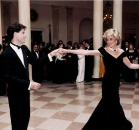Πουλήθηκε η θαυμάσια μπλε βελούδινη τουαλέτα που φορούσε η Πριγκίπισσα Νταϊάνα όταν χόρεψε με τον Τζον Τραβόλτα στο Λευκό Οίκο - Ποια ήταν η τιμή της; (φώτο-βίντεο) - Κυρίως Φωτογραφία - Gallery - Video