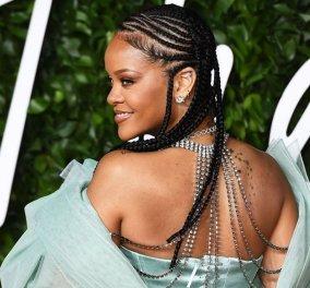H εκθαμβωτική Rihanna με μίνι σατέν - γαλάζιο φόρεμα στα British Fashion Awards: Περπάτησε στο κόκκινο χαλί με δική της δημιουργία - Φώτο - Κυρίως Φωτογραφία - Gallery - Video