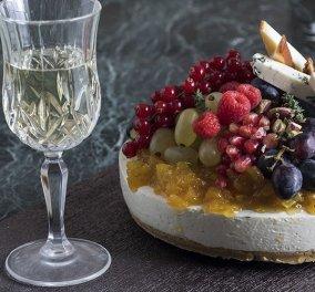Ο Άκης Πετρετζίκης έχει μια εντυπωσιακή πρόταση για το χριστουγεννιάτικο τραπέζι: Τέλειο το αλμυρό cheesecake με chutney  - Κυρίως Φωτογραφία - Gallery - Video