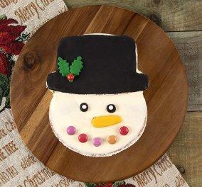 Ο Άκης Πετρετζίκης δημιουργεί απίθανο γιορτινό κέικ - χιονάνθρωπο - Να πως θα το φτιάξετε!  - Κυρίως Φωτογραφία - Gallery - Video