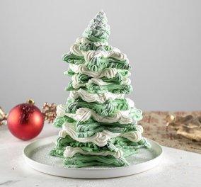 Ο Άκης Πετρετζίκης με Χριστουγεννιάτικη διάθεση μας δείχνει πως να φτιάξουμε γιορτινό δέντρο από μαρέγκες - Κυρίως Φωτογραφία - Gallery - Video