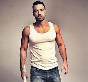 Ο Σάκης Τανιμανίδης & μανεκέν - Μεγάλος διεθνής οίκος μόδας για άνδρες τον επέλεξε να προβάλει τα ρούχα του (φώτο) - Κυρίως Φωτογραφία - Gallery - Video