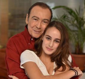 ΟΤόλης Βοσκόπουλος με την ωραία σύζυγο του και την κόρη τους κάνουν οικογενειακά Χριστούγεννα - Φώτο - Κυρίως Φωτογραφία - Gallery - Video