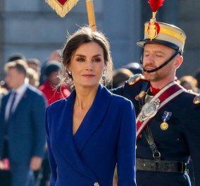 H επικήεμφάνισησε μπλε ρουαγιάλ της ΒασίλισσαςΛετίθια - Σαν άγαλμαδίπλαστον Φελίπε - Φώτο - Κυρίως Φωτογραφία - Gallery - Video