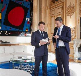 Ο Κυριάκος με τον Μακρόν στο Salon Pompadour με πίνακες Μιρό & Πικάσο - Η φώτο που ανέβασε ο Πρωθυπουργός από την συνάντηση του - Κυρίως Φωτογραφία - Gallery - Video