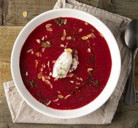 Βίντεο: Ο Άκης Πετρετζίκης δημιουργεί μια κόκκινη σούπα - βελουτέ με παντζάρι & φινόκιο - Κυρίως Φωτογραφία - Gallery - Video