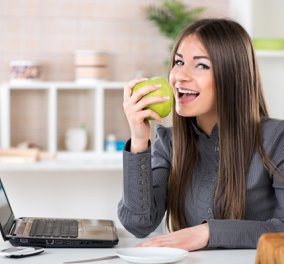 Διατροφή στο γραφείο: Οι πολλές ώρες εργασίας είναι εχθρός στην απώλεια βάρους - Τι μπορείτε να κάνετε;  - Κυρίως Φωτογραφία - Gallery - Video