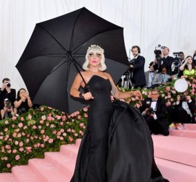 Lady Gaga: Ημίγυμνη στα πόδια του πανέμερφου νέου έρωτά της – Διευθύνων σύμβουλος εταιρείας & Harvard boy (φωτό) - Κυρίως Φωτογραφία - Gallery - Video