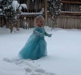 Η μικρή νεράιδα πάνω στο χιόνι: Το viral βίντεο που λάτρεψε ο πλανήτης - 20 εκατομμύρια views - Κυρίως Φωτογραφία - Gallery - Video