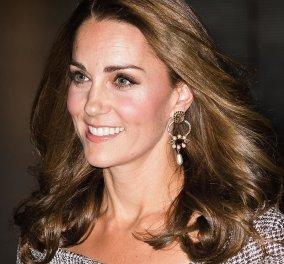 Vintage: H Kate Middleton έφηβη μαθητριούλα με γαλάζια ποδιά & το ίδιο χαμόγελο (φωτο) - Κυρίως Φωτογραφία - Gallery - Video