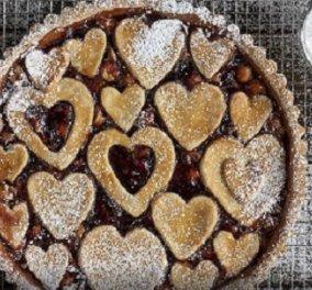 Υπέροχο γλυκό για του Αγίου Βαλεντίνου! Τάρτα με μαρμελάδα φράουλα και φουντούκια από τον Άκη Πετρετζίκη - Κυρίως Φωτογραφία - Gallery - Video