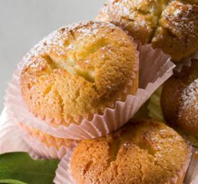 Στέλιος Παρλιάρος: Μας φτιάχνει υπέροχα muffins με λεμόνι - Αρωματικά και αφράτα κεκάκια - Κυρίως Φωτογραφία - Gallery - Video