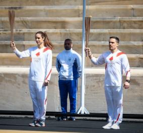 Εικόνες εμψύχωσης αυτές τις δύσκολες ημέρες: Πετρούνιας και Στεφανίδη με την Ολυμπιακή Φλόγα στο Παναθηναϊκό στάδιο - Κυρίως Φωτογραφία - Gallery - Video