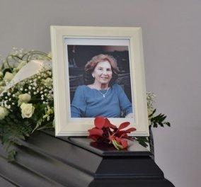 """Κηδεία Άλκης Ζέη: Πλήθος κόσμου είπε το τελευταίο """"αντίο"""" στη σπουδαία συγγραφέα (φωτό) - Κυρίως Φωτογραφία - Gallery - Video"""