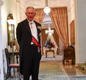 Ο Κάρολος μόνος στο σπίτι, κουστουμαρισμένος και σε καλή κατάσταση (φωτό) - Κυρίως Φωτογραφία - Gallery - Video
